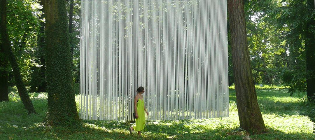 Monika Linhard, Zwischen Bäumen